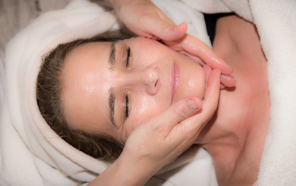 photo Héléna Denis masseuse spécialisée en massage Japonais liftant visage kobido